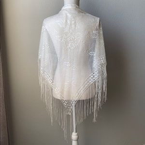 NWOT Fringed Fishnet Triangle Shawl Off White